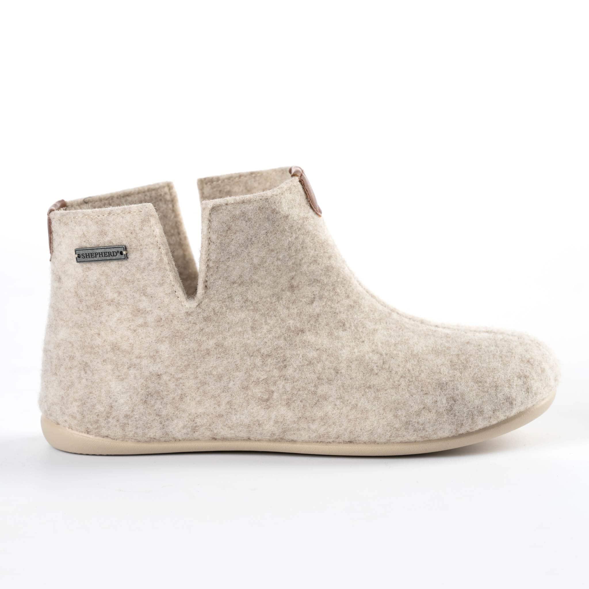 Ester slippers