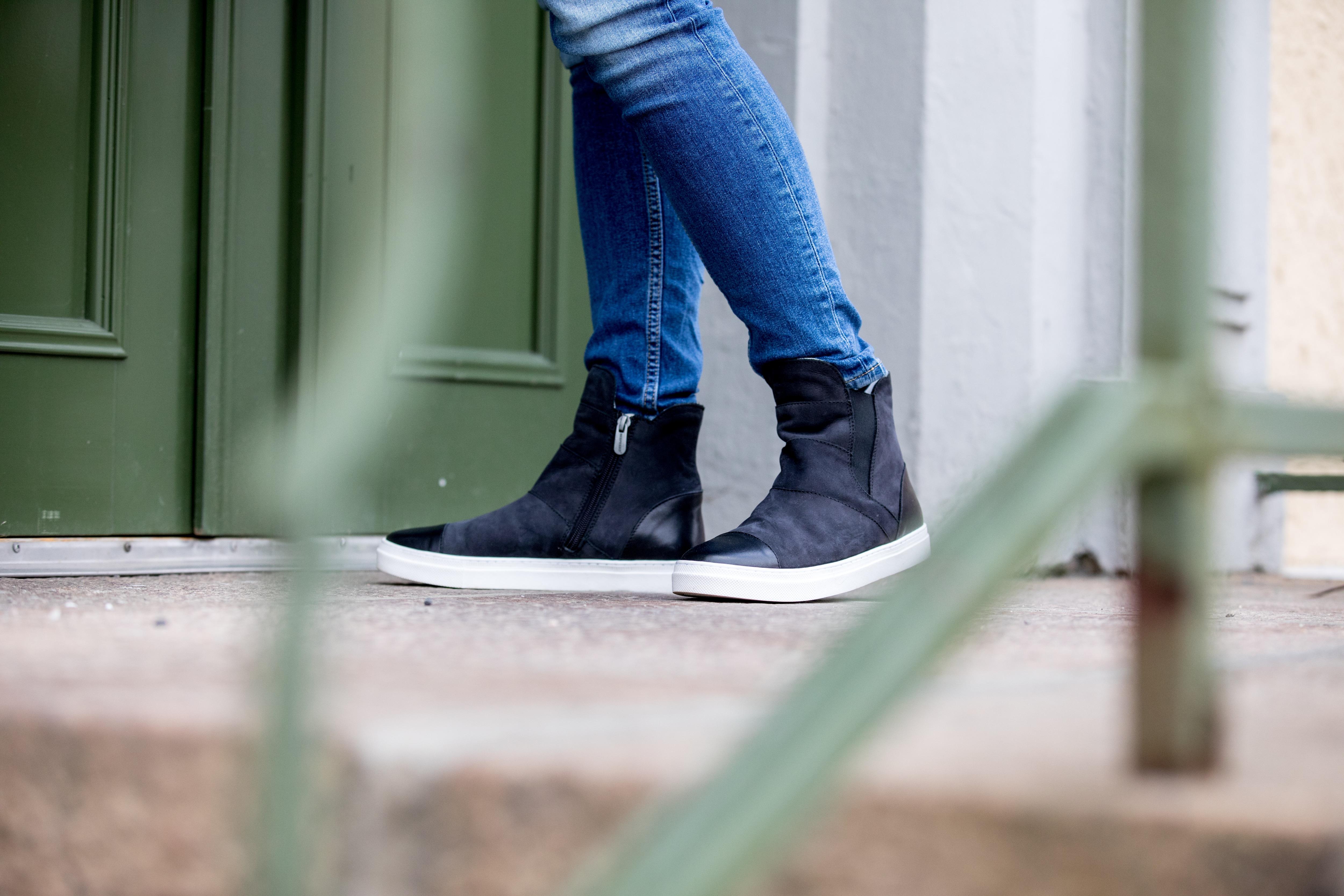 Svarta Camilla sneakers fodrad med fårskinn