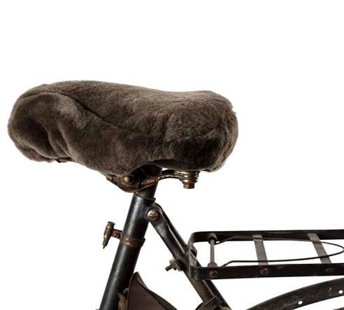 Cykelsadelskydd i fårskinn i en brun färg